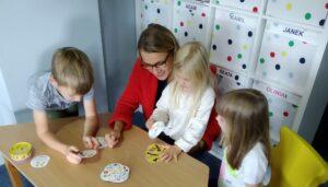 ADE Pruszcz - dzieci przy nauce